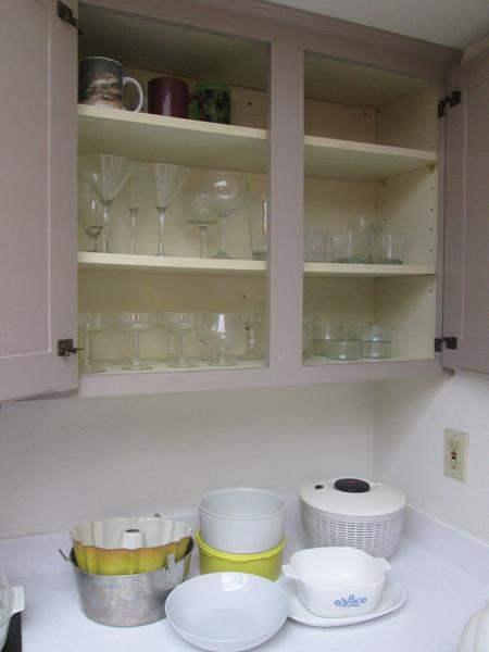 Lot # 48 - Glassware, Corning & Assorted Kitchen Items (main image)
