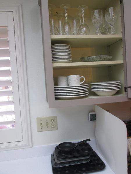 Lot # 52 - Gibson Dishes, Glassware & Bakeware Tins (main image)