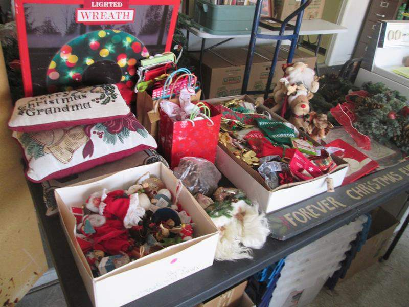 Lot # 76 - Miscellaneous Christmas Items (main image)