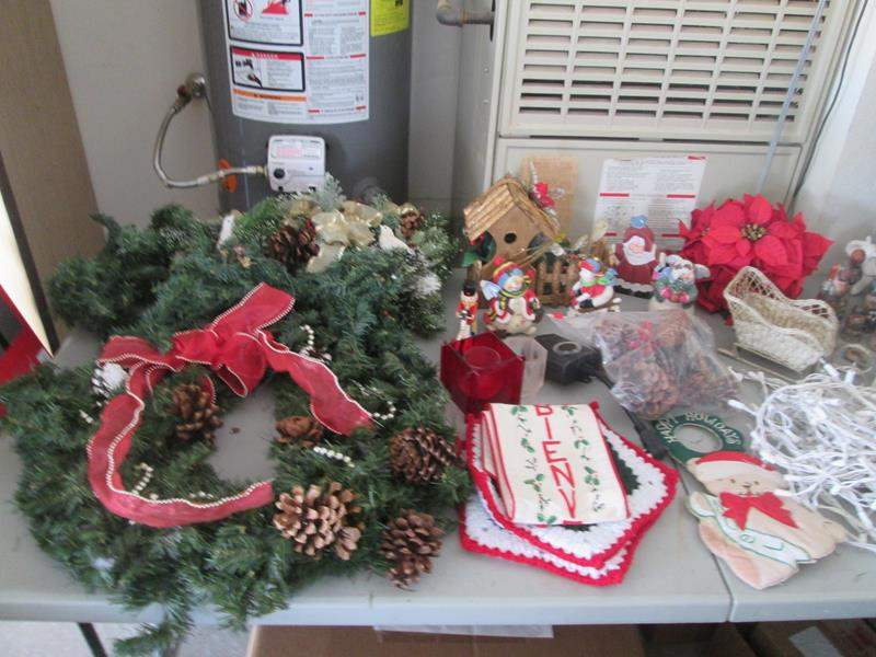 Lot # 88 - Miscellaneous Holiday Decor  (main image)