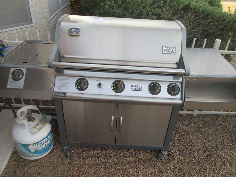 """Lot # 136 - """"Bakers & Chefs"""" Bar-B-Q, Works, but needs Ignition Switch (main image)"""