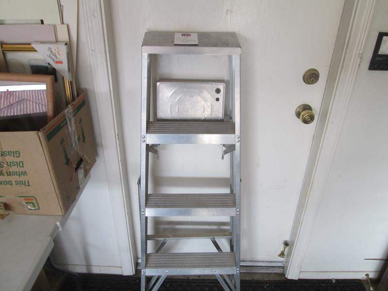 Lot # 164 - 4' Ladder (main image)