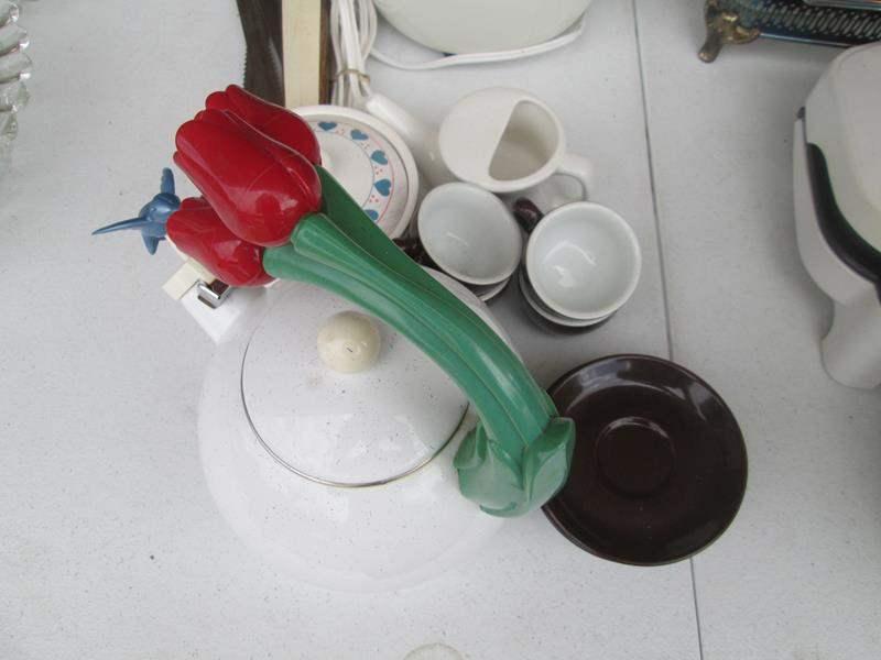 Lot # 249 - Electric Knife, Rice Cooker & Tea Pot +++ (main image)