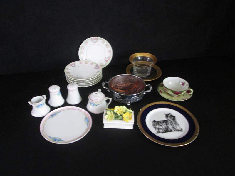 Lot # 264 - Variety of Porcelain & Collector Pieces (main image)