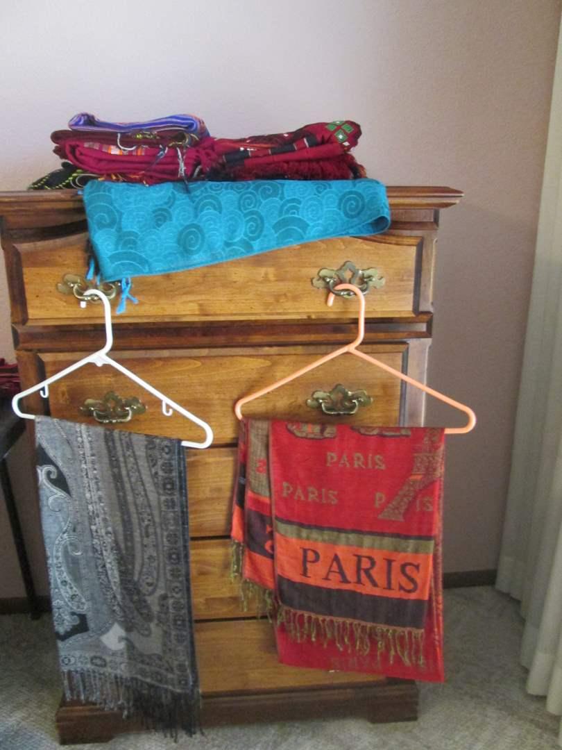 Lot # 33 - Scarves & Woven Textiles (main image)