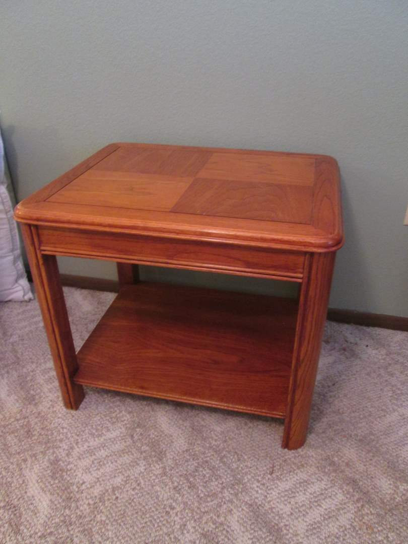 Lot # 24 - End Table (main image)