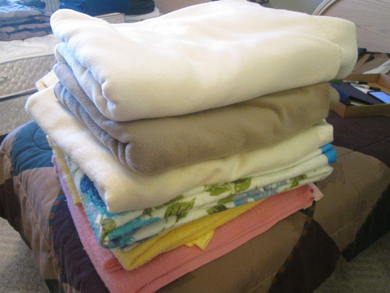 Lot # 26 - 6-Blankets (main image)