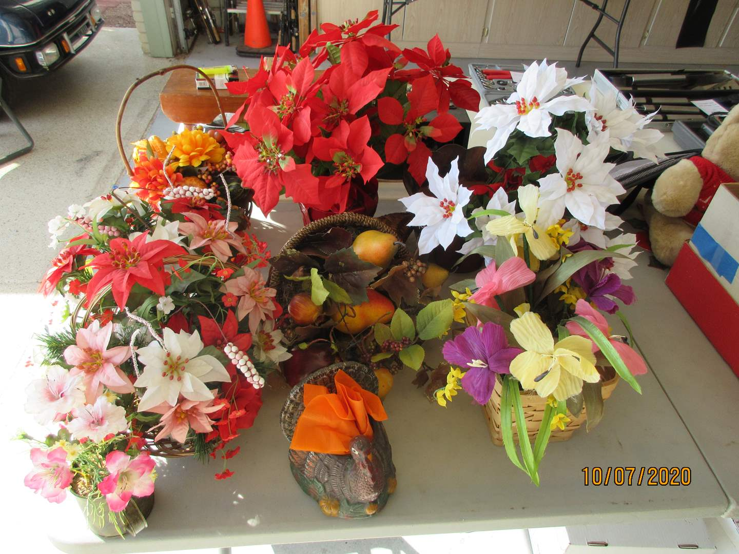 Lot # 133 - Variety of Florals, 8 Items (main image)
