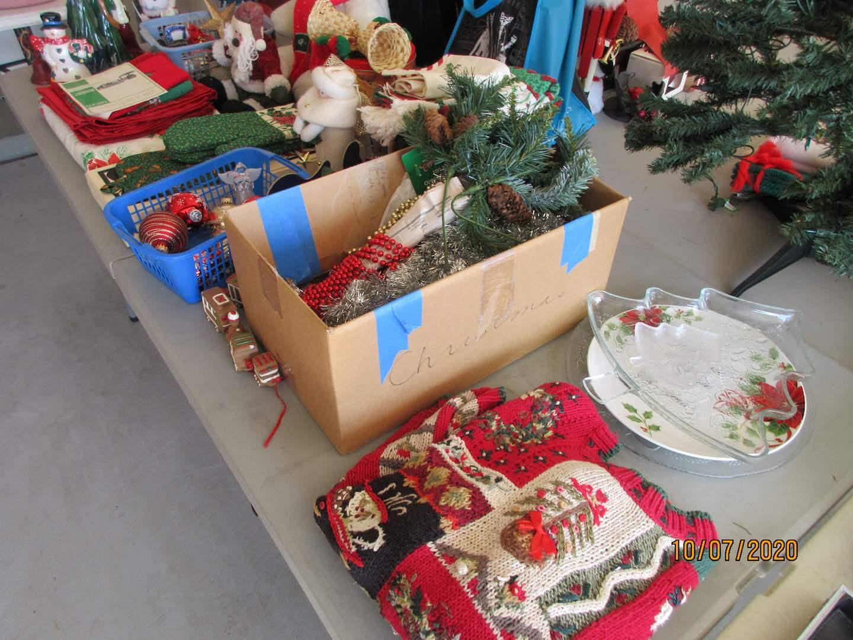 Lot # 136 - Christmas Linen, Holly Bear & Decor (main image)