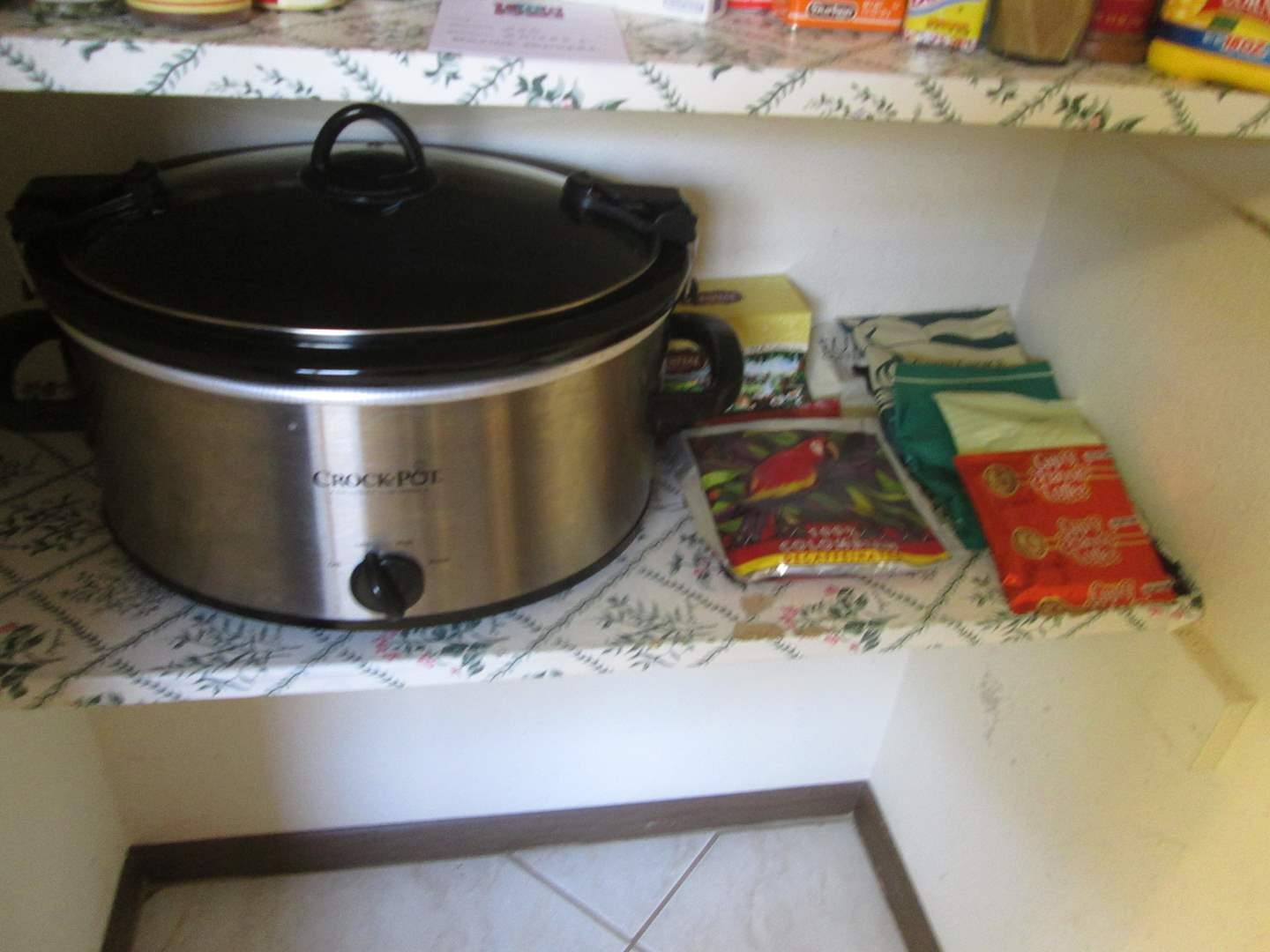 Lot # 257 - Crockpot & Assorted Coffees (main image)