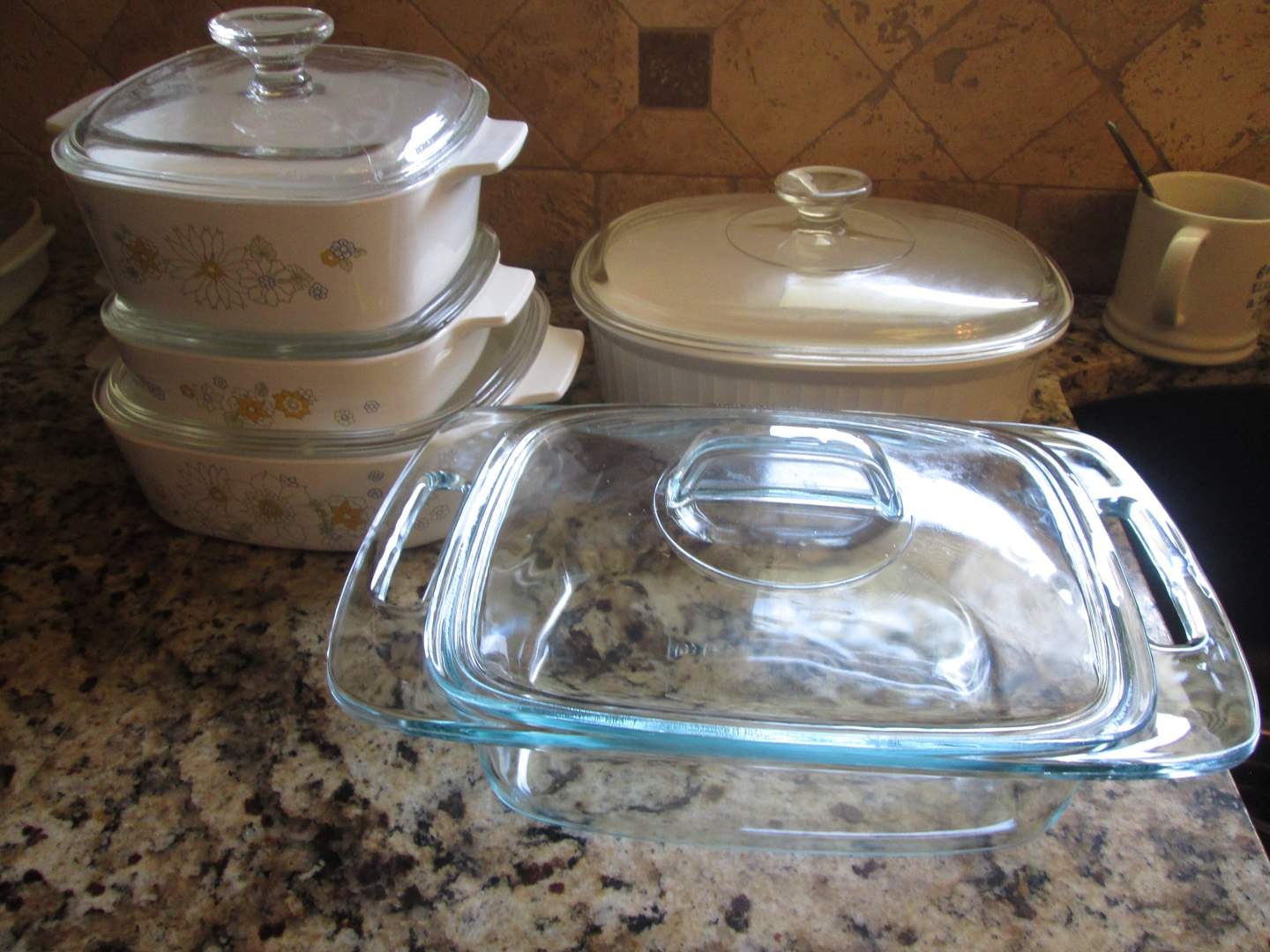 Lot # 259 - Corning Ware & Pyrex (main image)