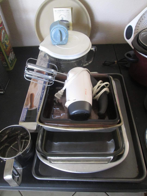 Lot # 224 - Bakeware, Mixer & Pampered Chef (main image)
