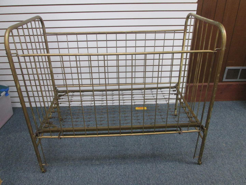 Lot # 5 - Vintage Metal Crib by Hero (main image)