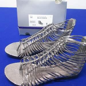Lot # 81 - Shoes, Size 6