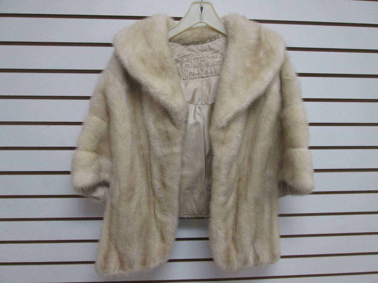 Lot # 85 - Mink Fur Stole with Collar (main image)