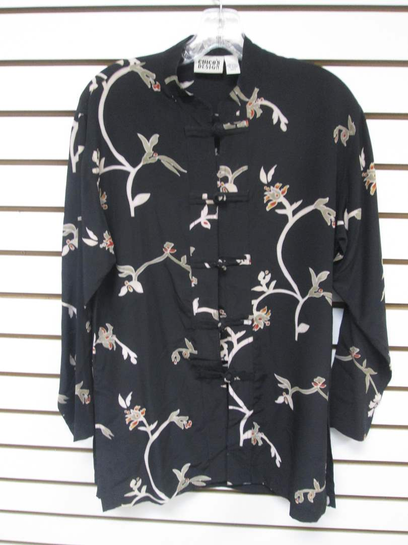 Lot # 91 - Chico's Asian-Style Blouse, Silk (6) (main image)