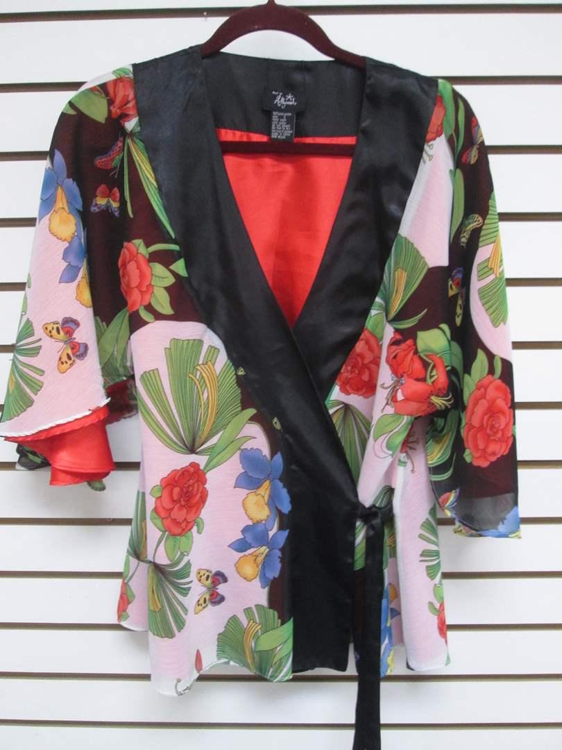 "Lot # 95 - Asian-Style Kimono ""Hot In Hollywood"" (S) (main image)"