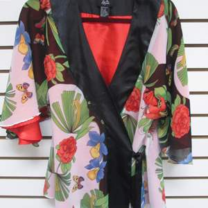 "Lot # 95 - Asian-Style Kimono ""Hot In Hollywood"" (S)"