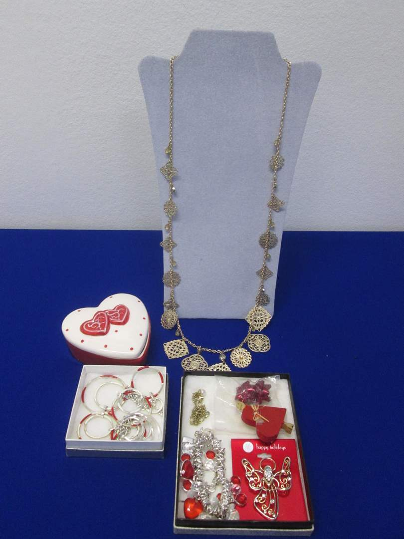 """Lot # 110 - Costume Jewelry, """"Sweetheart Special"""" (main image)"""