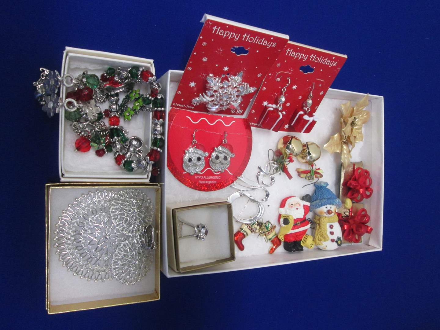 Lot # 113 - Variety of Christmas Holiday Jewelry Pieces (main image)