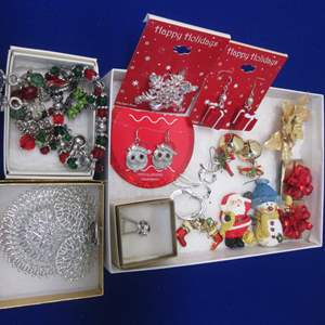 Lot # 113 - Variety of Christmas Holiday Jewelry Pieces