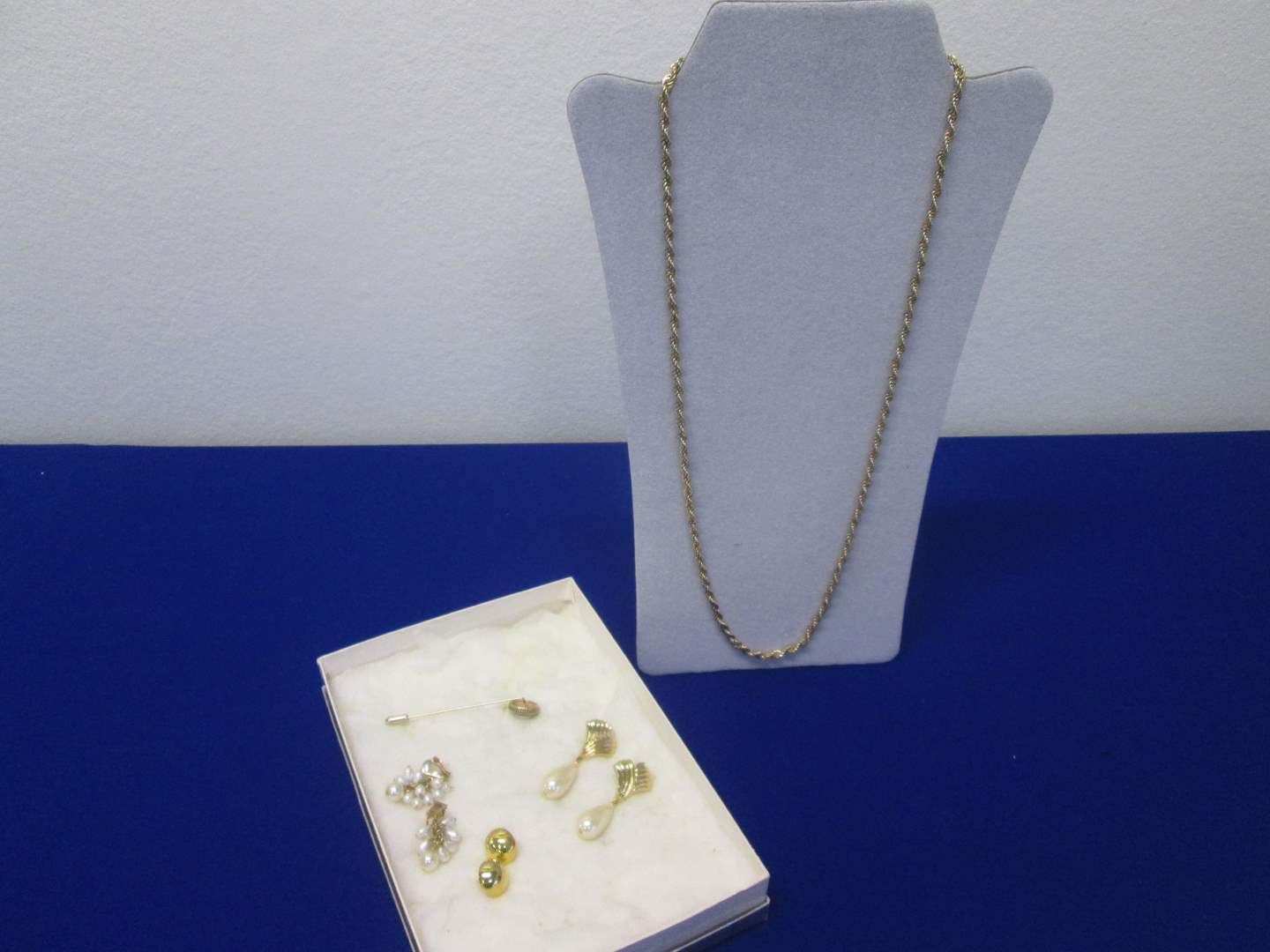 Lot # 117 - 5-Costume Jewelry Pieces (main image)