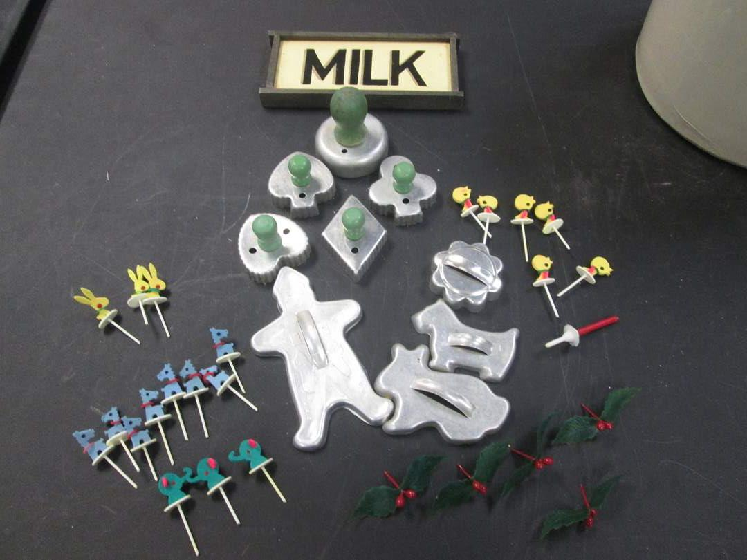 Lot # 22 - Vintage Cookie Cutters & Decorative Tooth Picks (main image)