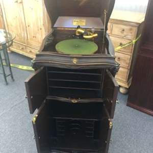 Lot # 172 - Victor Electric Talking Machine Co. Wurlitzer VE XVII