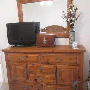 "Lot # 69 - ""Drexel Heritage"" Dresser & Mirror"