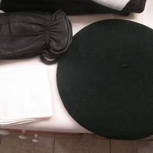 Lot # 77 - Men's Hat & Gloves, Thinsulate Lining & Deerskin, Luggage