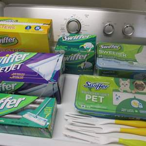 Lot # 184 - Variety of Swiffer Cleaning Products
