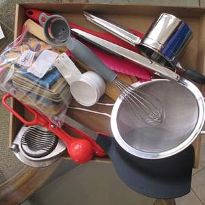 Lot # 190 - Baking & Kitchen Tools