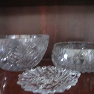 Lot # 214 - 3-Glass Serving Pieces