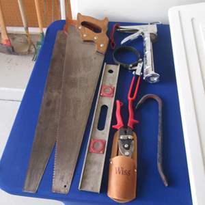 Lot # 15 - Saws, Snips, Level ++