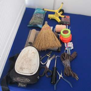 Lot # 21 - Knee Pads & Miscellaneous Garage Items