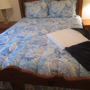 Lot # 74 - Ralph Lauren Full/Queen Bedding Set with Pillows
