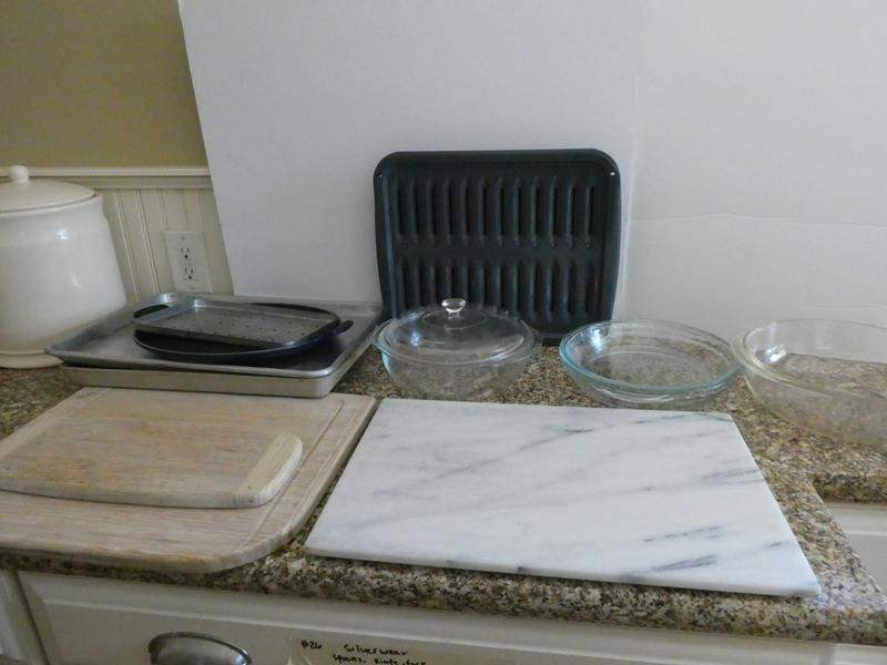 Lot # 28-Awesome kitchen items! Pyrex bowls, cutting board, and baking items (main image)
