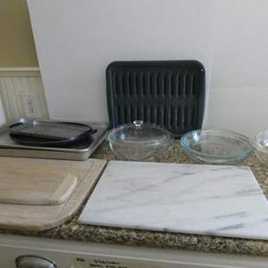 Lot # 28-Awesome kitchen items! Pyrex bowls, cutting board, and baking items