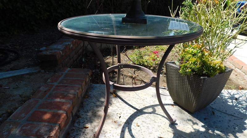 Lot # 367-Outdoor fun! see all pictures for more items! Metal table, flower pot, Planter, yard art and more (main image)