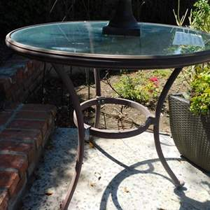 Lot # 367-Outdoor fun! see all pictures for more items! Metal table, flower pot, Planter, yard art and more