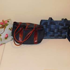 Lot # 414-4 Assorted cute hand bags