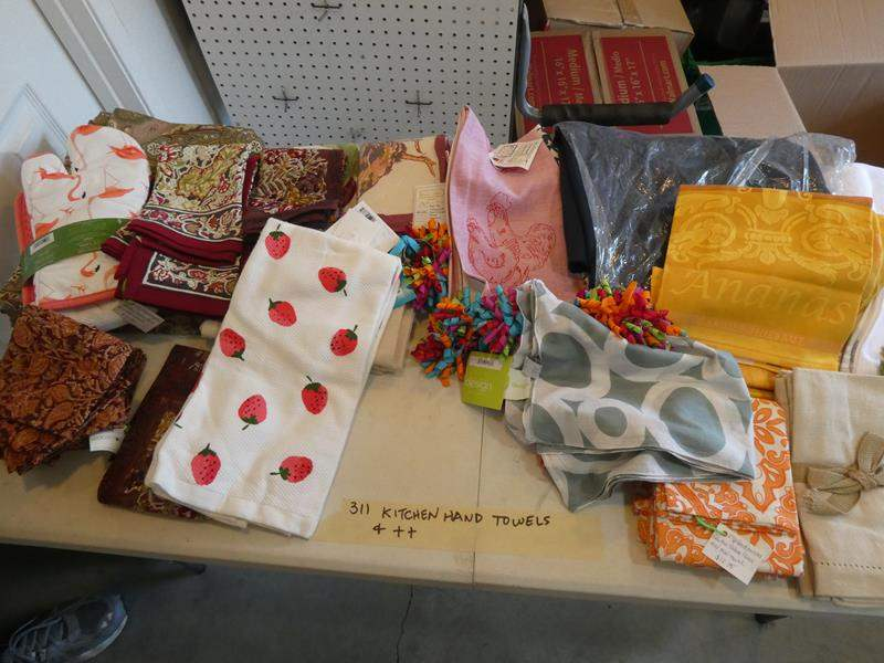 Lot # 311- More kitchen hand towel, cloth napkins ++ Huge box! (main image)