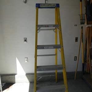 Lot # 314- 6 foot fiberglass step ladder