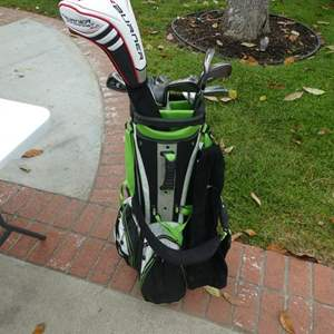 Lot # 325-Golf clubs with golf bag! Main iron set- Cleveland CG7