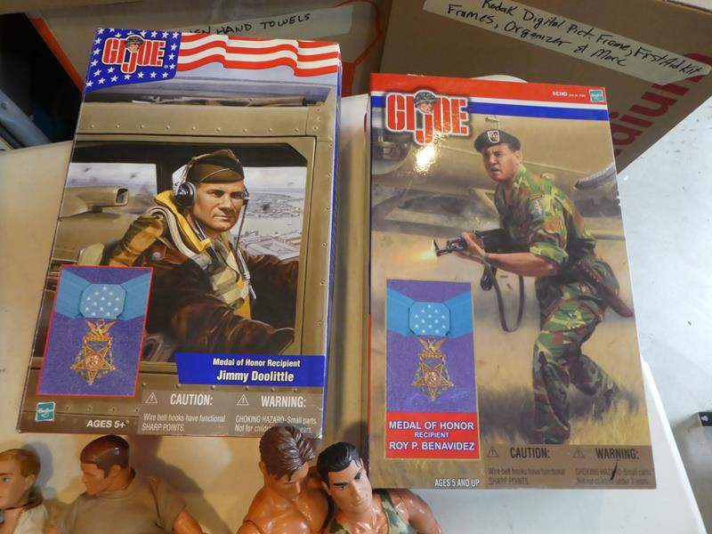 Lot # 335-  G I Joe and Army men (main image)