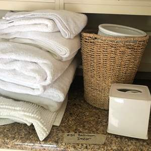 Lot # 34- Bathroom decor. Wicker and porcelain accessories with a set of white towels