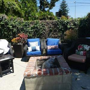 Lot # 368-LOTS OF PATIO FURNITURE! Outdoor wicker furniture set, 4 chairs,side table, 2 planters, 4 chair covers