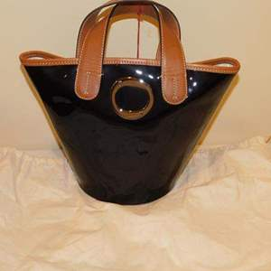 Lot # 410-NEW Francis Valentine hand bag- has tags!
