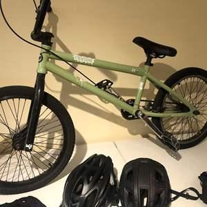 Lot # 530- very cool BMX bike! Rhythm GX 05/06  Freestyle bmx bike
