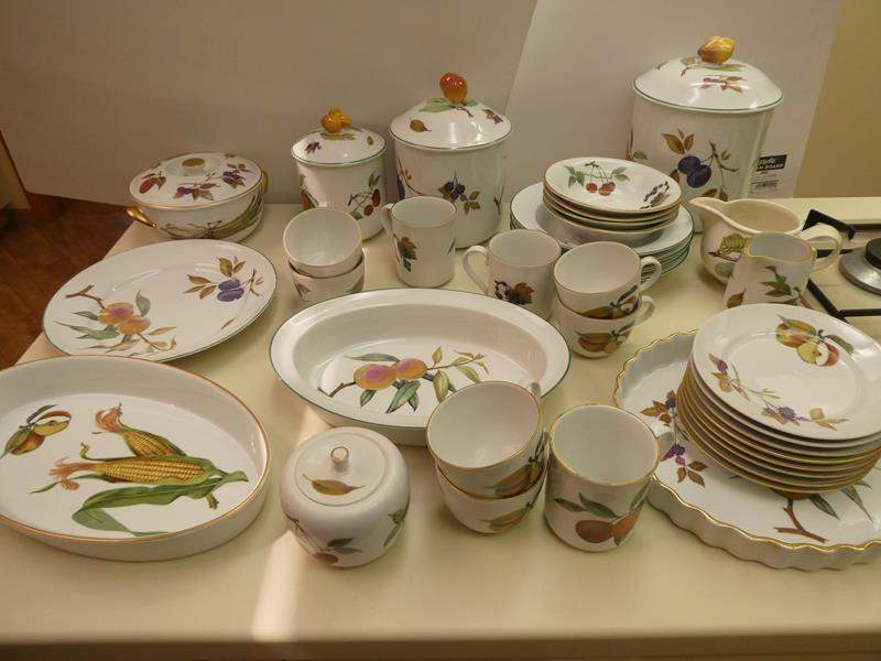 Lot # 35- Decorative fruit dishes! All kinds! (main image)